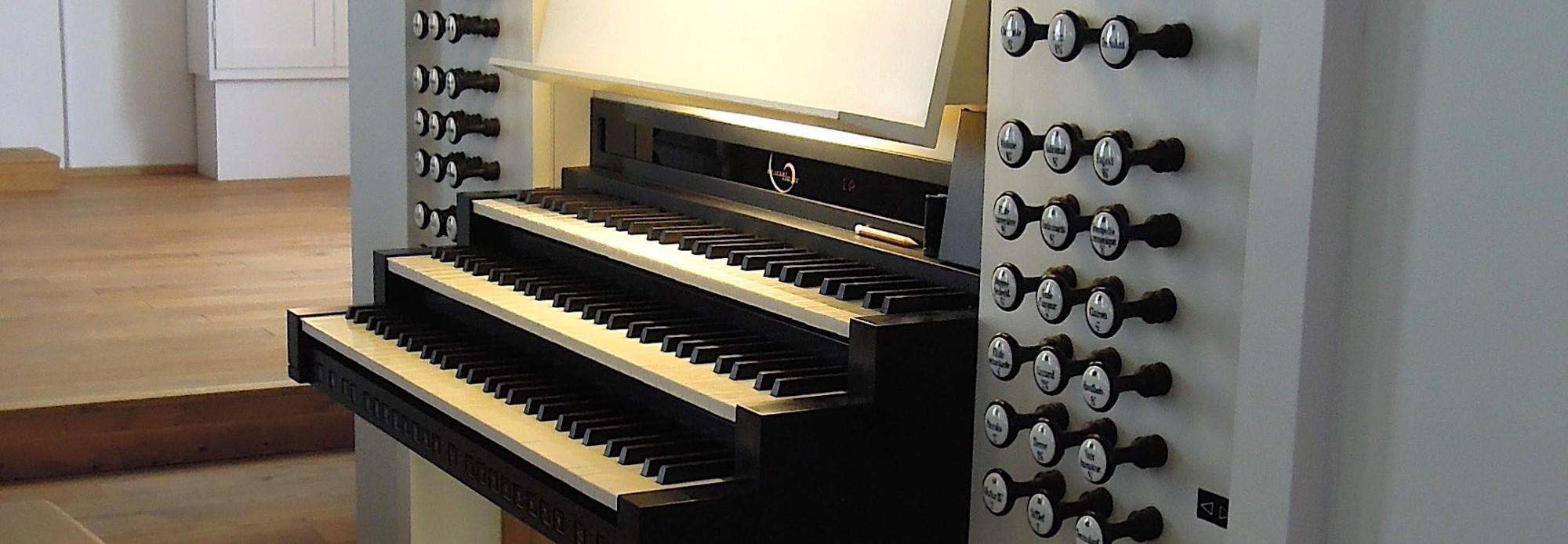 Spieltisch der Orgel in der Dreifaltigkeitskirche